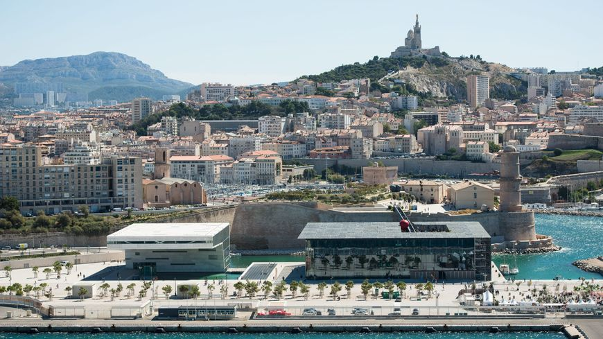Le casino de Marseille souhaité par Jean-Claude Guadin pourrait être installé dans la Villa Méditerranée (à gauche)