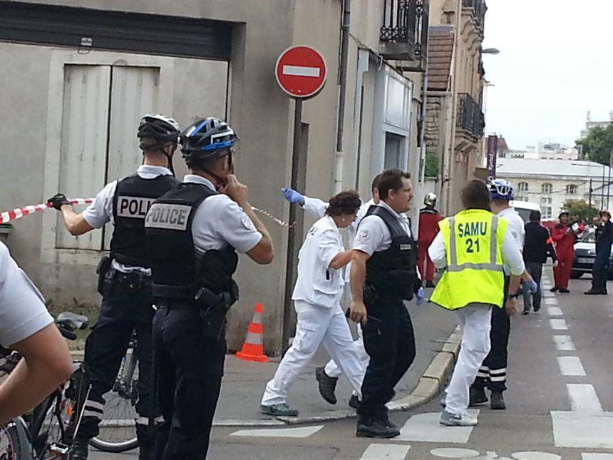 Plusieurs dizaines de pompiers et policiers sont mobilisés.