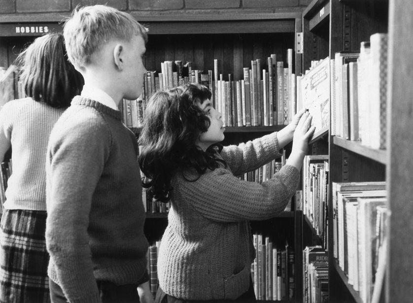 Elèves à la bibliothèque