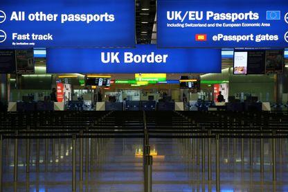 Frontière britannique à l'aéroport d'Heathrow (Londres)