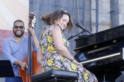 Norah Jones en concert pendant le Festival de jazz de Newport, le samedi 30 juillet 2016