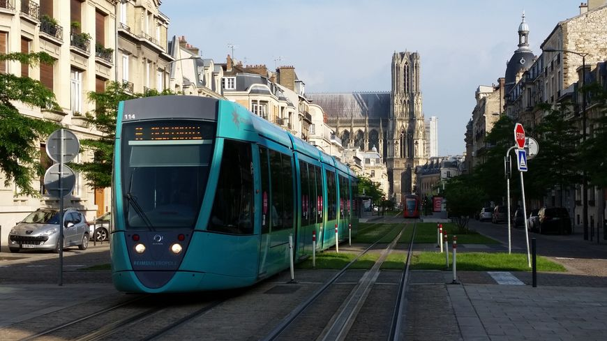 Reims cathédrale tramway Champagne