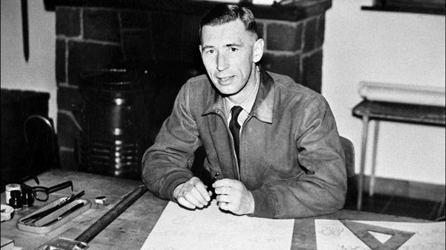 Hergé à son bureau dans les années 1950