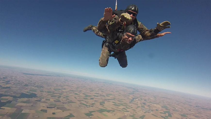 saut en parachute pays basque