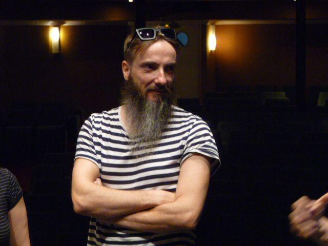 Hugo Torrès, comédien et musicien de la compagnie Voadora