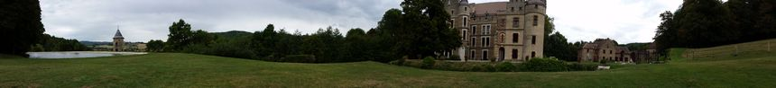 Vue panoramique depuis les jardins du château de Pupetières