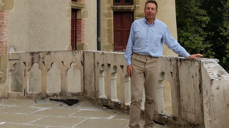 Aymar de Virieu sur l'une des terrasses du château de Pupetières, à Châbons