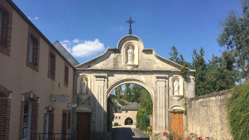 L'abbaye de Notre-Dame de Port-du-Salut à Entrammes