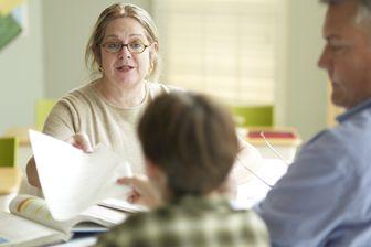 Un rendez-vous parents-professeurs-élèves