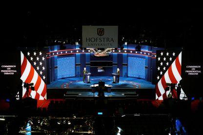 Répétition pour le premier débat présidentiel américain à l'université Hofstra à Hempstead, New York : des étudiants jouent les rôles des candidats et modérateur