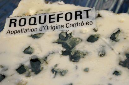 Une tranche de fromage Roquefort
