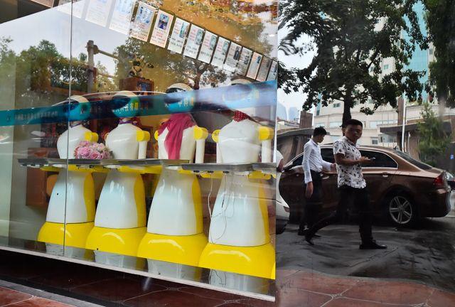 CHANGSHA, CHINE : un boutique de robots de service. Vente, réparation ou robots d'occasion