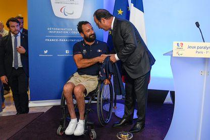 François Hollande pose avec Michael Jeremiasz