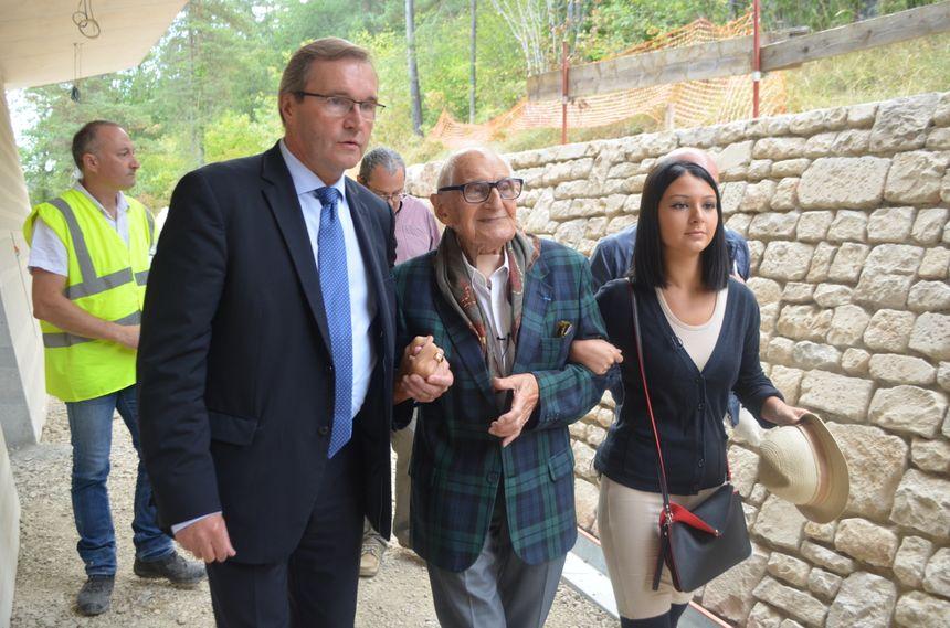 Simon Coencas arrive à Lascaux 4 avec le président Germinal Peiro