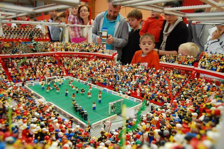 Stade de foot en Lego