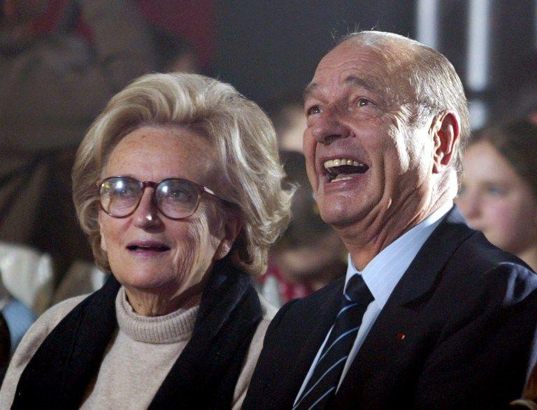 En 2004 le président Jacques Chirac et sa femme Bernadette à la fête de Noël de l'Élysée