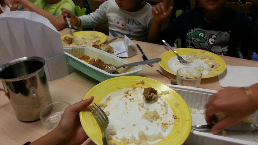 Les assiettes sont vides à la cantine de l'école Massillargues d'Avignon
