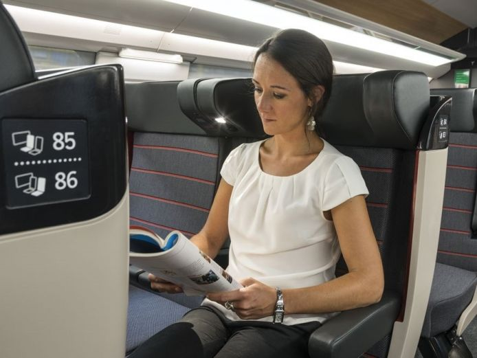 La liseuse intégrée au siège 1ère classe.