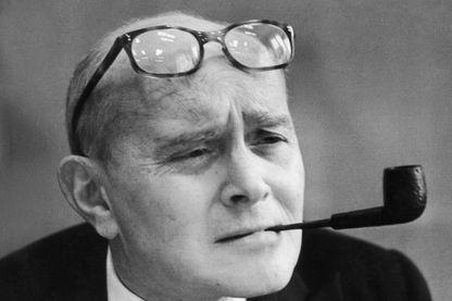 """Pierre Lazareff et """"Cinq colonnes à la une"""", le 1er janvier 1960"""