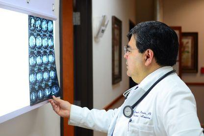 Un médecin dans une clinique du Texas, à Laredo