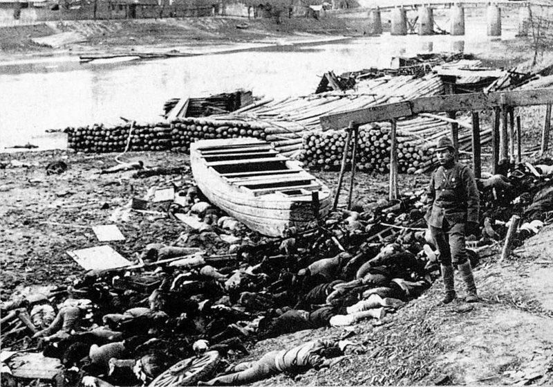 Corps de victimes du massacre de Nankin, le long de la rivière Qinhuai
