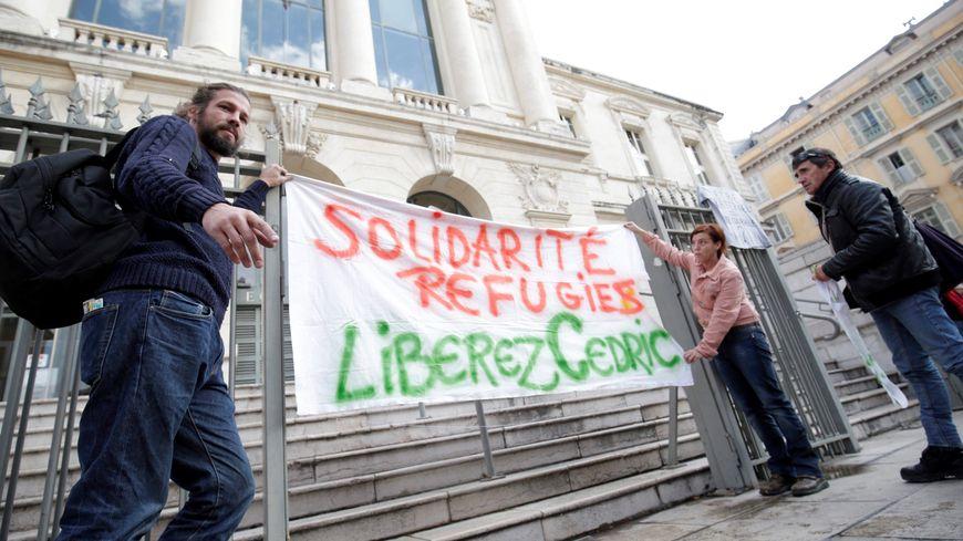 """Rassemblement de soutien pour Cédric Herrou, le militant de l'association """"Roya Citoyenne"""""""