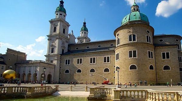 La cathédrale de Salzbourg se situe dans la vieille ville du côté ouest de la rivière Salzach ©visiteurope.fr