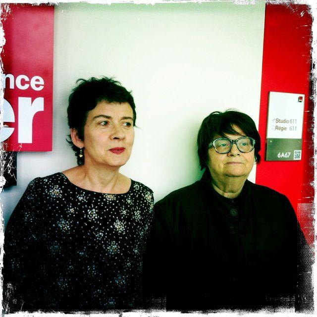 Brigitte Patient et Françoise Huguier devant le studio d'enregistrement à France Inter
