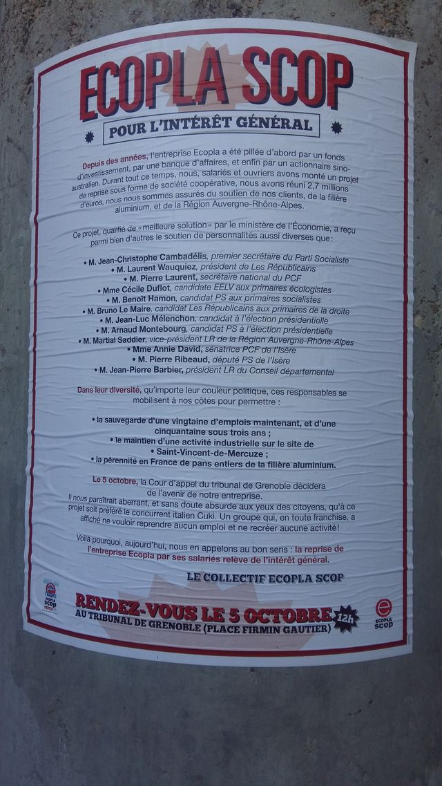 Affiche devant le Tribunal de Grenoble