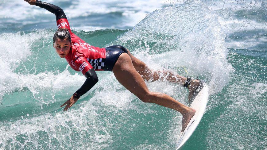 Johanne Defay, 22 ans, est la seule surfeuse pro française