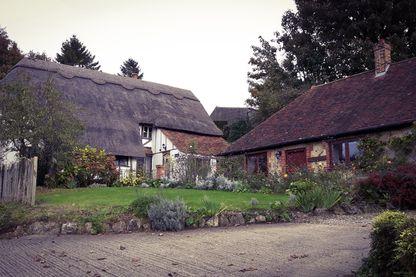 """Dans les bois, le long de la route qui mène à Pluckley et dans les maisons, 14 fantômes ont été """"officiellement"""" recensés"""