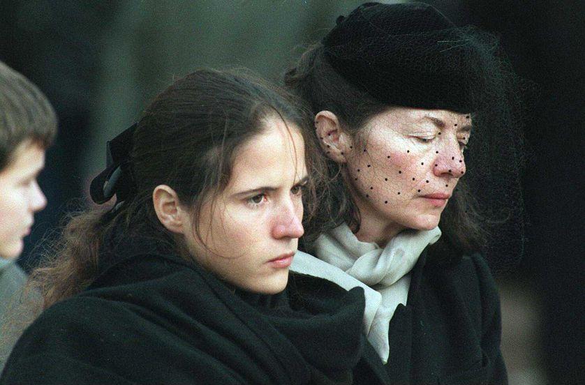 Mazarine et Anne Pingeot aux obsèques de François Mitterrand le 11 janvier 1996