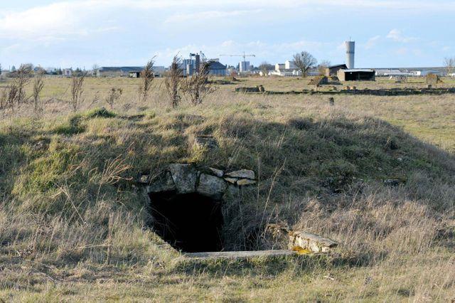 Une cave qui servait de prison. Ruines du camp de concentration tsigane de Montreuil-Bellay (Maine-et-Loire) où doit se rendre samedi François Hollande.