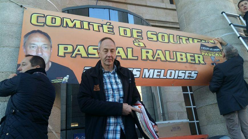 Pascal Rauber à son arrivée au tribunal d'Alençon ce matin