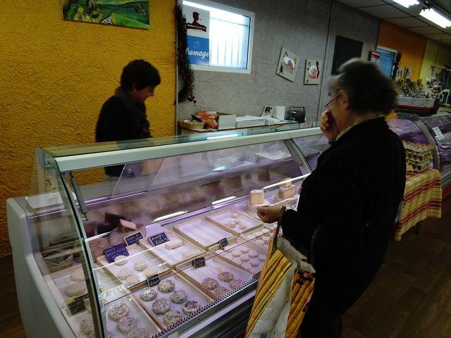 Des producteurs de lait qui fabriquent eux-mêmes leurs fromages et qui pratiquent la vente directe