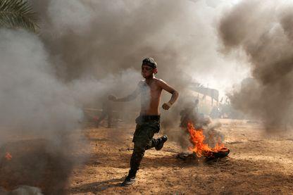 Un jeune Palestinien participe à un exercice militaire dans un camp d'été organisé par le Mouvement du Djihad islamique à Khan Younis dans le sud de la bande de Gaza, 13 juillet 2016