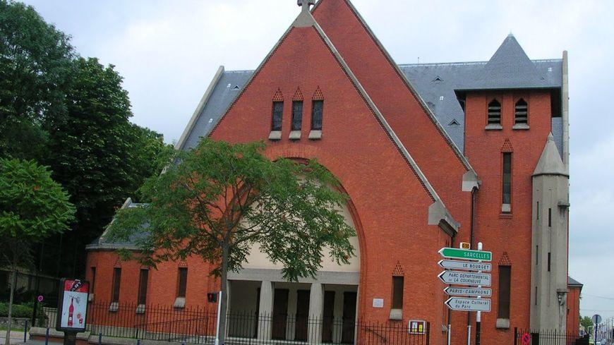 L'église Sainte-Louise de Marillac où le prêtre a été agressé