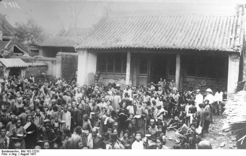 Victimes des inondations du Yang-Tsé-Kiang dans un refuge, août 1931