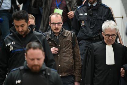 Procès LuxLeaks - le lanceur d'alerte, Antoine Deltour quitte le palais de justice à Luxembourg le 26 Avril 2016
