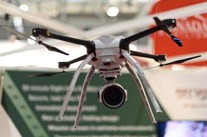 Un drone est présenté au laboratoire Aeyron lors de l'Exposition pour la défense et la sécurité en 2015, le 15 septembre 2015 à Londres, en Angleterre.