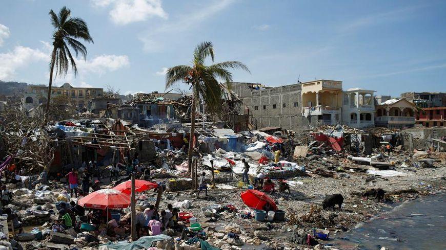 Presque tout est à reconstruire à Jérémie, où la situation sanitaire est aussi critique