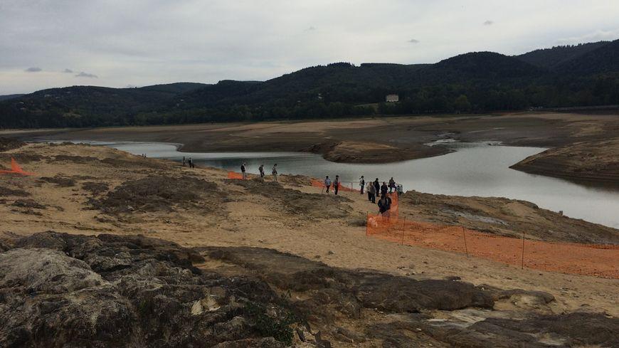 Bientôt, il n'y aura plus une seule goutte d'eau dans le bassin de Saint-Ferréol, où les travaux vont durer jusqu'à février.
