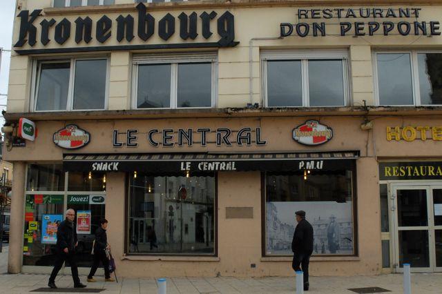 """Le central"""