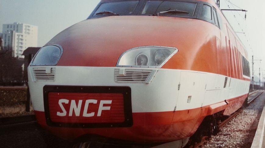 Le TGV 001, premier prototype sorti de l'usine Alstom de Belfort le 25/10/1971