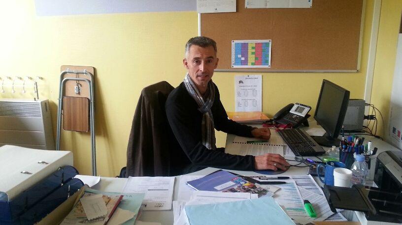 Laurent Tomczyk dans son bureau de la maison de quartier Laval Nord