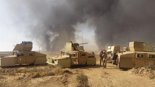 Blindés près de Al-Qayyarah,