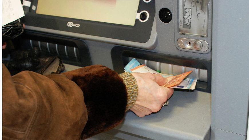 Ils faisaient fortune en pillant les distributeurs automatiques de billets.