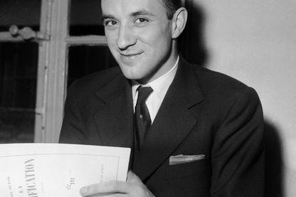 Michel Butor avec La modification entre les mains, Prix Renaudot 1957