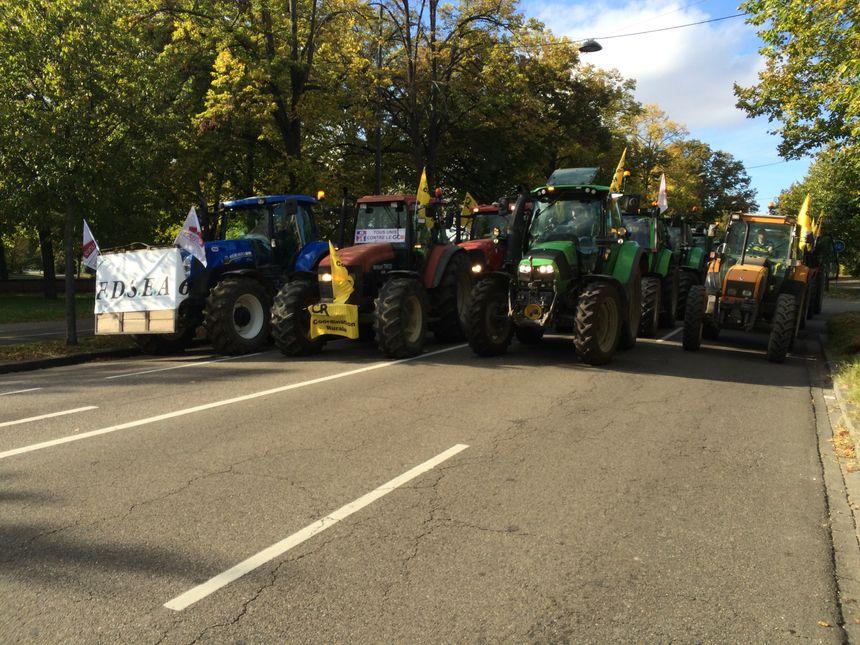Les manifestants antiGCO escortés par une centaine de tracteurs à Strasbourg