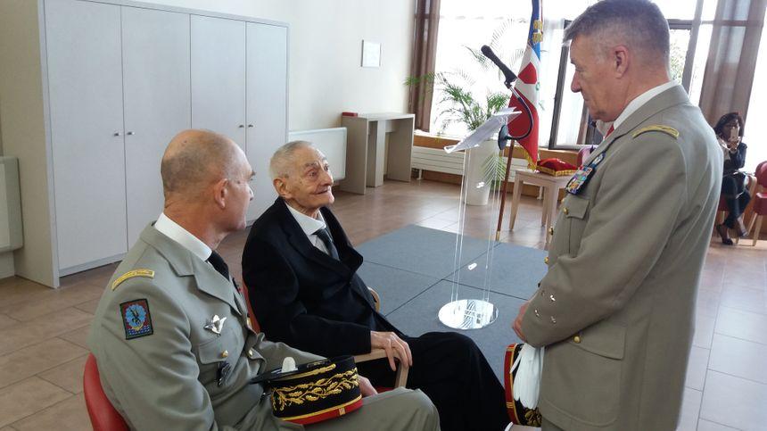 Constant Engels avec deux des généraux qui lui ont remis la légion d'honneur